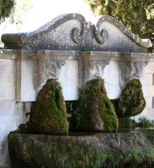 Fontaine à Lourmarin ©HOCQUEL A