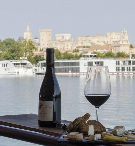 Péniche vinotage sur le Rhône @ bardbenjaminbpixphotographie