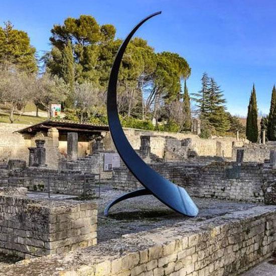 Monumentale Skulpturen in den antiken Stätten von Vaison-la-Romaine